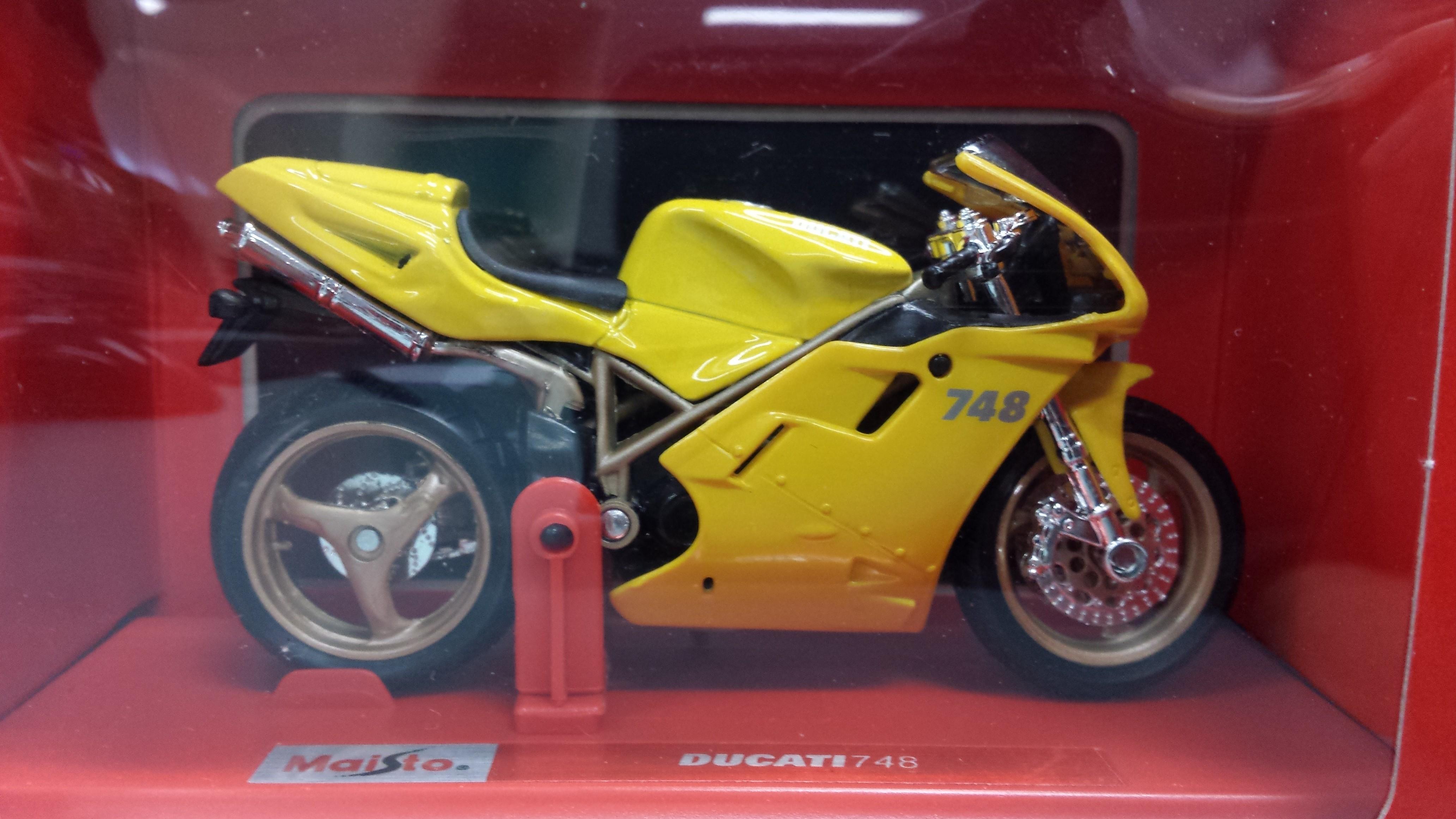 Maisto Ducati 748 (1:18)
